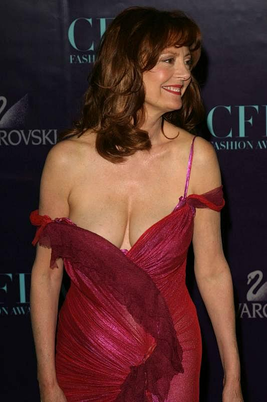 Susan Sarandon S Cleavage Again 171 Maturity Amp Pounds